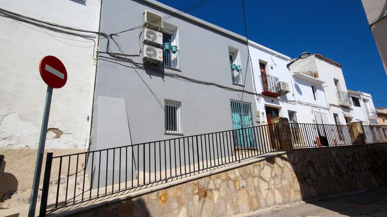 Town house in Sagra