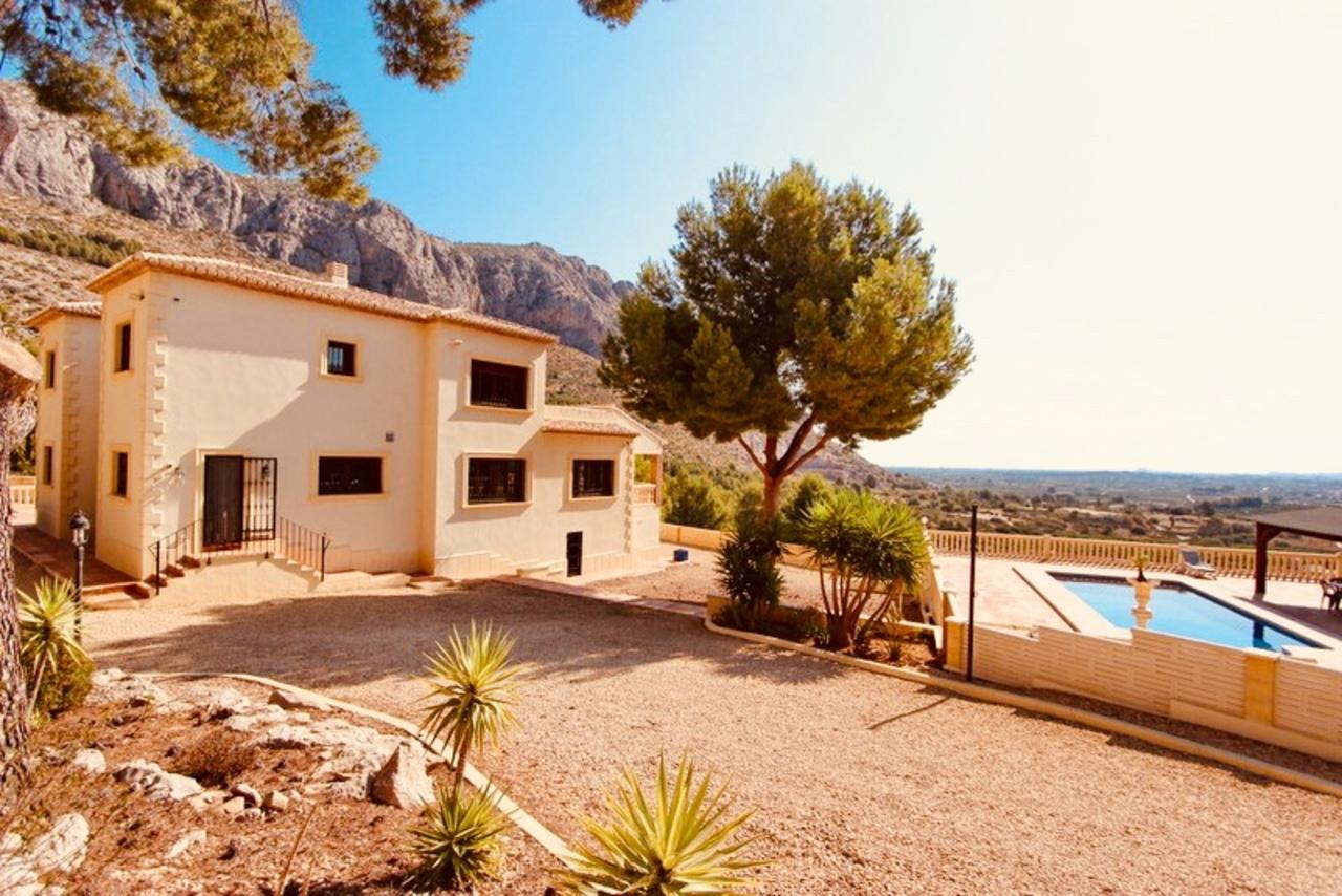 For sale: 4 bedroom house / villa in Beniarbeig